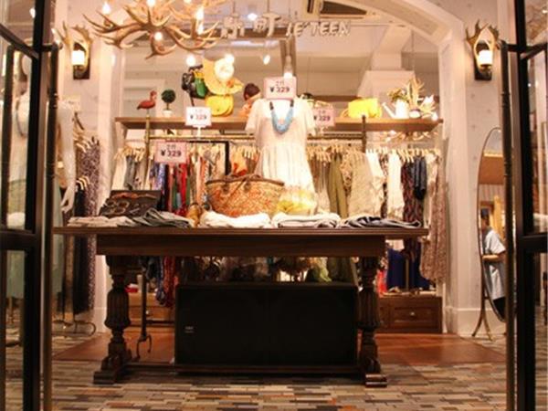 乐町女装店铺展示