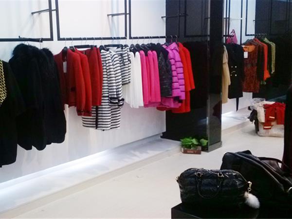 例格女装店铺展示
