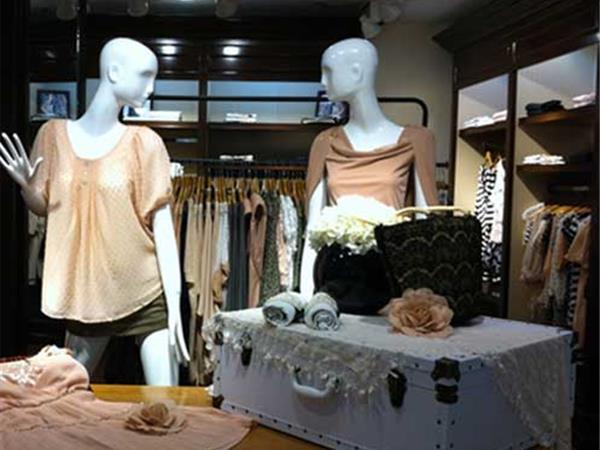 拉夏贝尔女装店铺展示