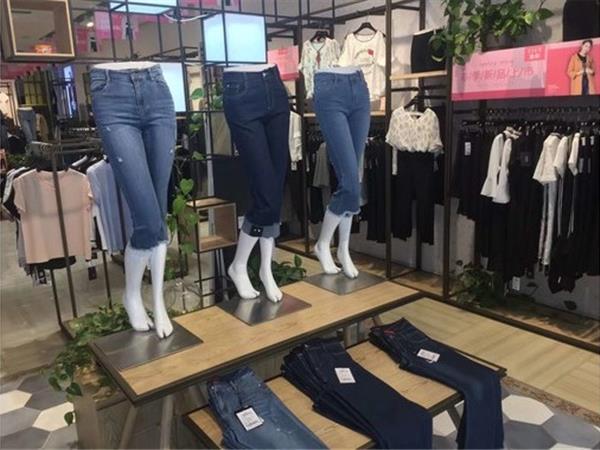 逸阳女装店铺展示