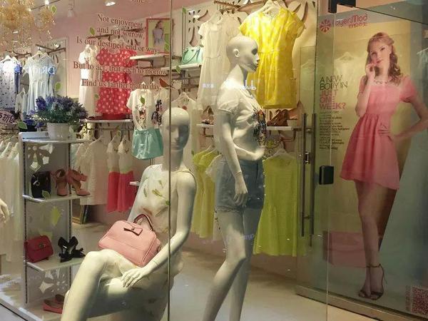 容悦女装店铺展示