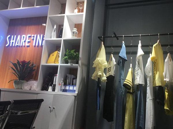 水映女装店铺展示